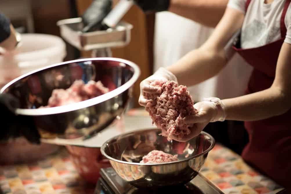 Warsztaty wędliniarskie - mięso na warsztaty